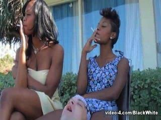Fumando black femdom \u0026 cinzeiro escravo