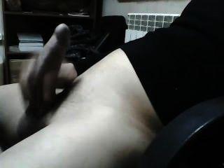 Horny guy masturbar seu pau na webcam!