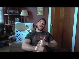 Str8 músculo guy jerks off para pornografia e cums