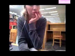 Kendra sunderland no vídeo da biblioteca