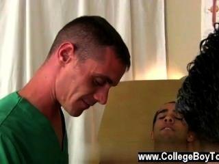 Incrível cena gay bradley era apenas o mais feliz para ajudar.