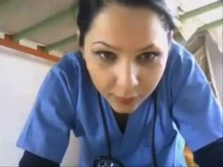 Enfermeira piscando