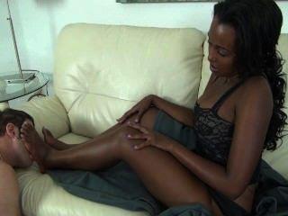 Adoração de pés de ébano imani