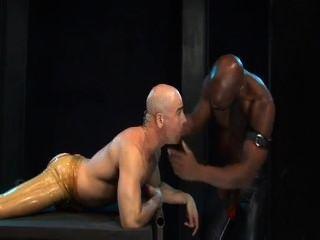 Mestre preto prego escravo branco