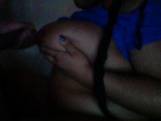 Chupando meu pau e cumming em seus titties