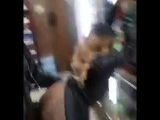 Vídeo guy ele auto fucking em uma loja