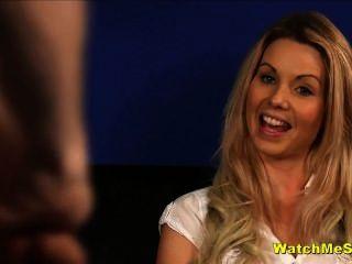 Tímido inglês babe relógios cara wank durante a entrevista