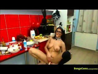 Show erótico da empregada doméstica