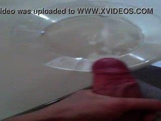 Menino dinamarquês vem com muito esperma na tigela de vidro \u0026 cumshot incrível