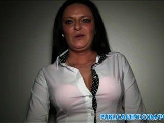 Publicagent busty milf tem relações sexuais com um estranho por dinheiro