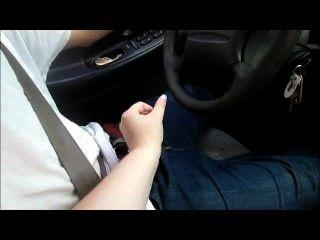 Mãe ensinar a dirigir enquanto ela jacks-lo fora e fazê-lo cum uma carga enorme