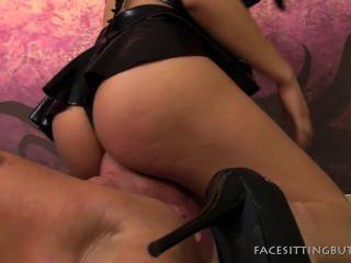 Ronda butt pintinho facesitting em pussyboy