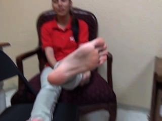 22yo latina mostrando seu tamanho agradável 8 soles pé fetiche
