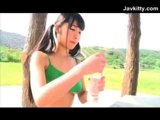 Adolescente nu japonês flexível