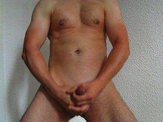 Homem quente masturba-se e cum 17