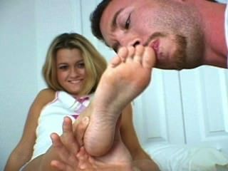 Adorando seus pequenos pés