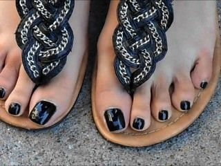 Nia preta unhas dos pés