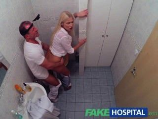 Fakehospital horny busty loira recebe um creampie do médico