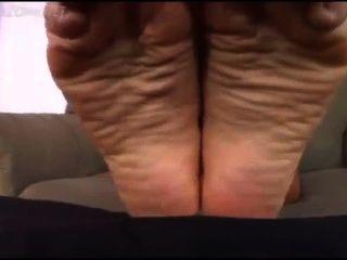 Pequeno, homem, adora, cali, logans, pés