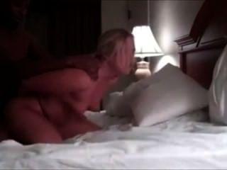 Casado cougar cuckolds seu marido com bbc
