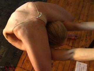 Contorção erótica extrema de tanya o contorcionista