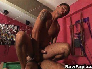Dois gays latino desagradável acaba com sexo anal duro