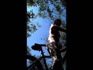 Passeio do mtb nos arbustos mim despido nu e buttfucked meu assento da bicicleta!