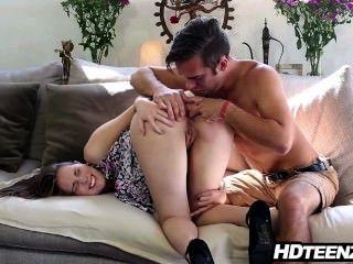 Virgem se salvando para o casamento tem sexo anal com namorado