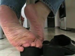 Deliciosa shoeplay na mesa