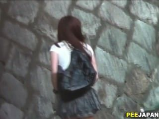 Hot asian whore urinates