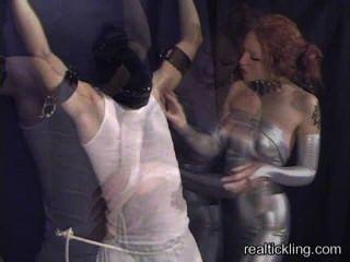 Priscilla cócegas torturas um cara