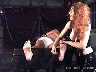 Priscilla prolongado cócegas tortura de cara mascarada 1