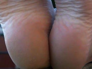 Francês público barefoot babe mostrando pés solas pé fetiche
