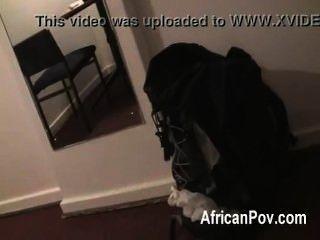 Stud branco faz seu gf africano peituda quente suga seu pau em pov amador