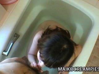 Kaoru kuriyama solitário japonês mamãe craving para brinquedos sexuais e galo duro