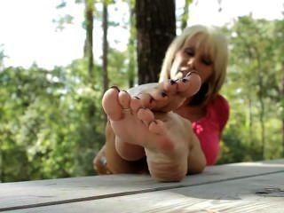 Pés descalços no parque