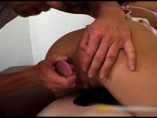 Trio anal com duas putas jovens