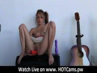 Cam para cam tattooed emo girl toying seu bichano na webcam hotcams.pw