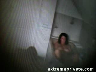 Minha mãe fingering na banheira pegou na câmera espião