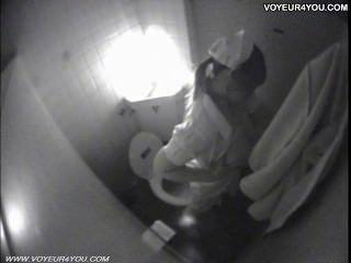 Masturbação de banheiro secretamente capturada por spycam