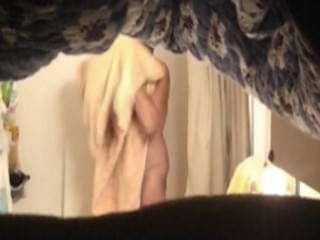 Mamã quente no chuveiro