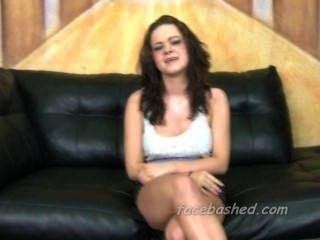 Menina bonito roughed acima no porn amateur
