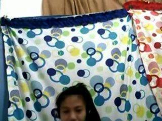 Filipina menina 21 mostrando seus lindos peitos na câmera