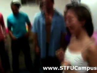 Amadores de garotas universitárias selvagens sugando e lambendo