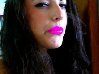 Fumar com batom rosa