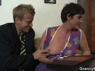 Sexo quente com vovó puta