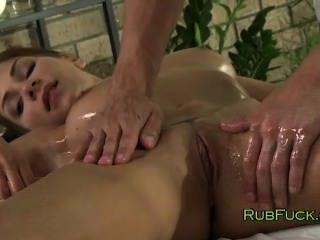 Babe gorda oleada fodido pelo masseur