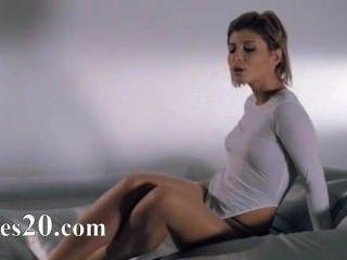 Mulheres em meia-calça com fivela