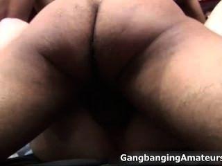 Duas meninas amadoras horny ficando fucked part1