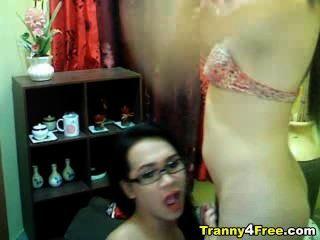 Tranny dá cabeça para o seu parceiro